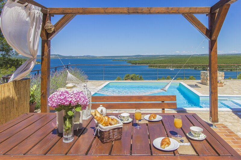 Poolincluded Holiday Home Parma, vacation rental in Lozovac