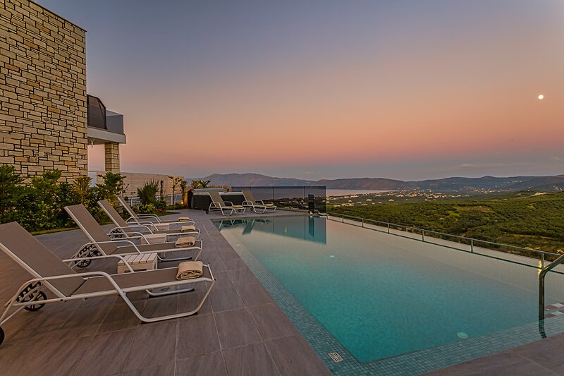 Brand new villa Argyrie with breathtaking sea view, holiday rental in Kallergiana