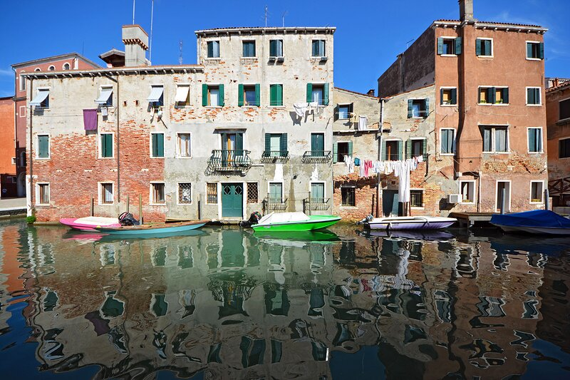 Miranda - lovely home with stunning canal view, casa vacanza a Venezia