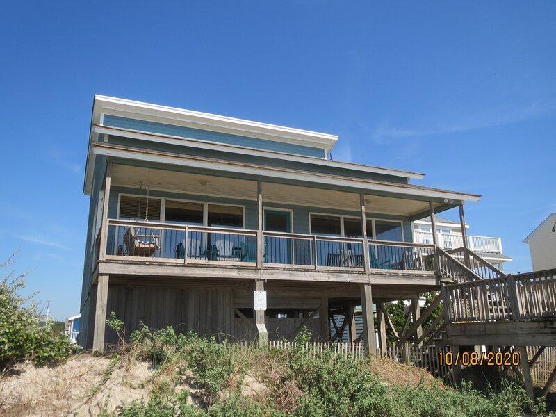 Beautiful Ocean Front Single Family Home Sleeps 14, holiday rental in Oak Island
