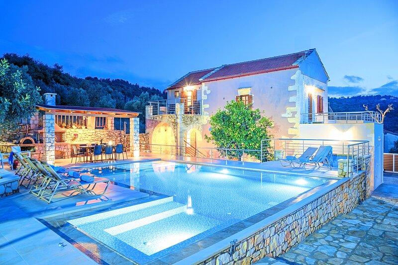Cretan Lux Villa | Heated Pool, location de vacances à Gavalohori