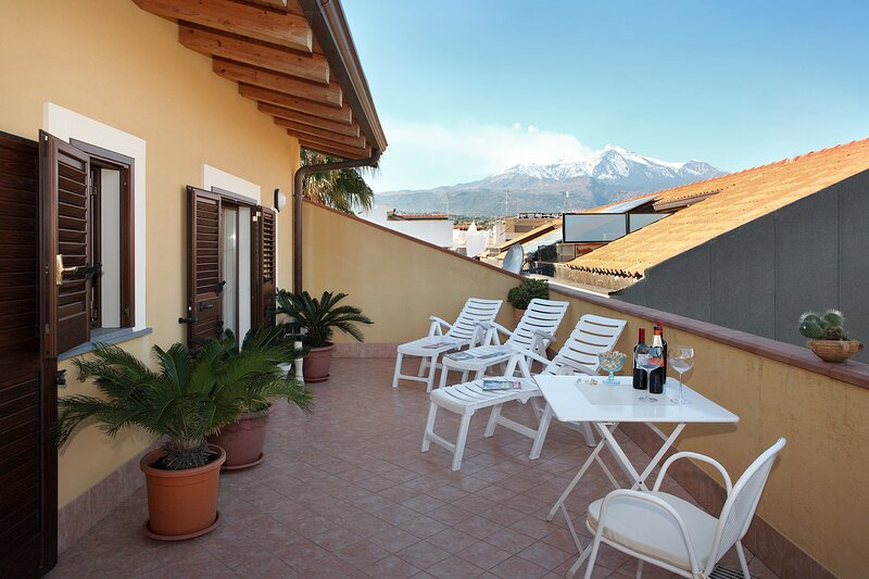 Adriana casa vacanze Apartment One bedroom, holiday rental in Stazzo