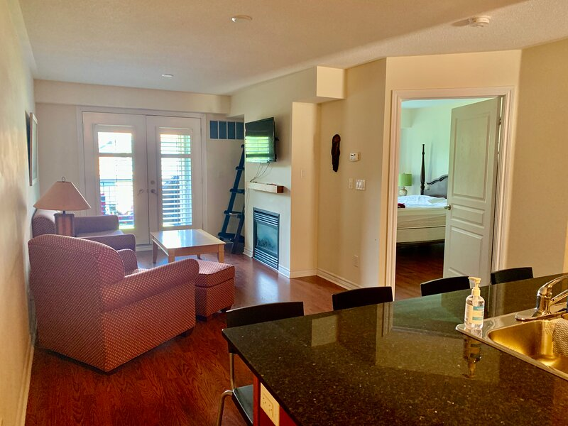 Spacious 1 Bedroom Condo that Sleeps 6, alquiler de vacaciones en Stayner