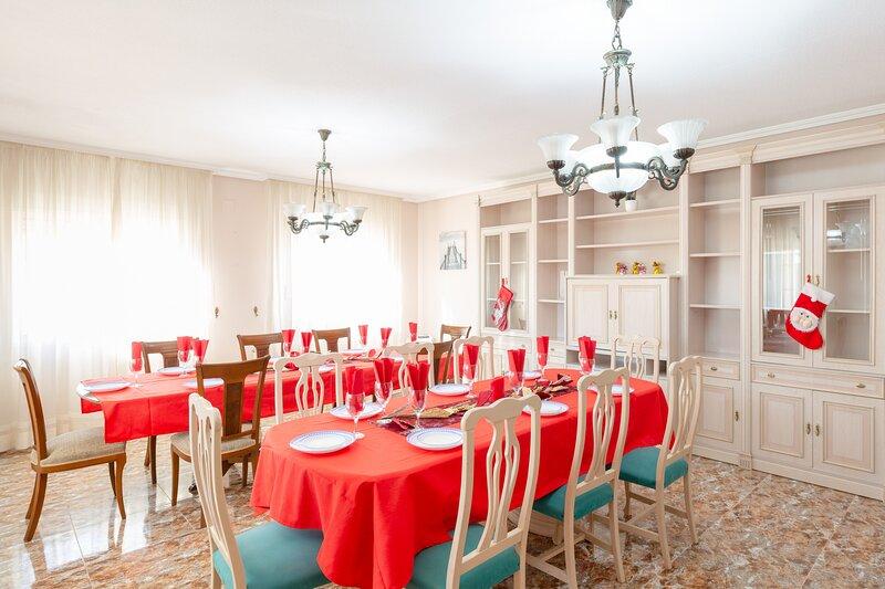 Fidalsa Grand White House, holiday rental in Sant Vicent del Raspeig