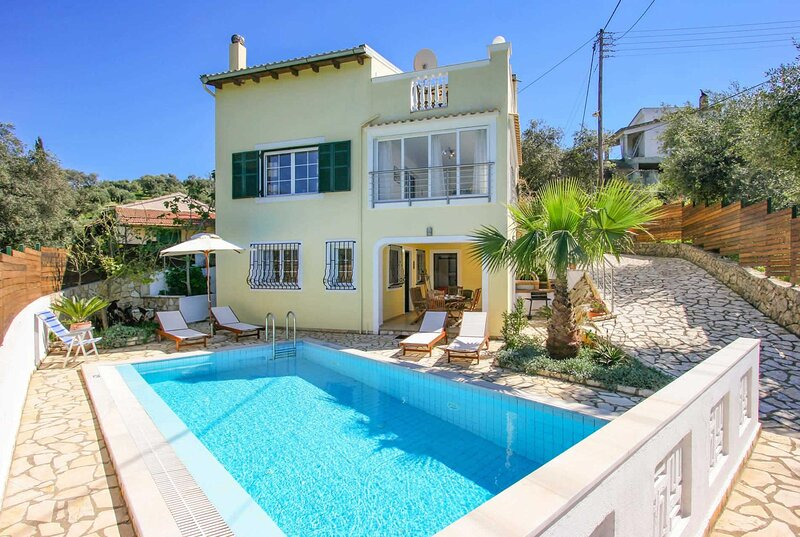 300m from a sandy beach, vacation rental in Peroulion
