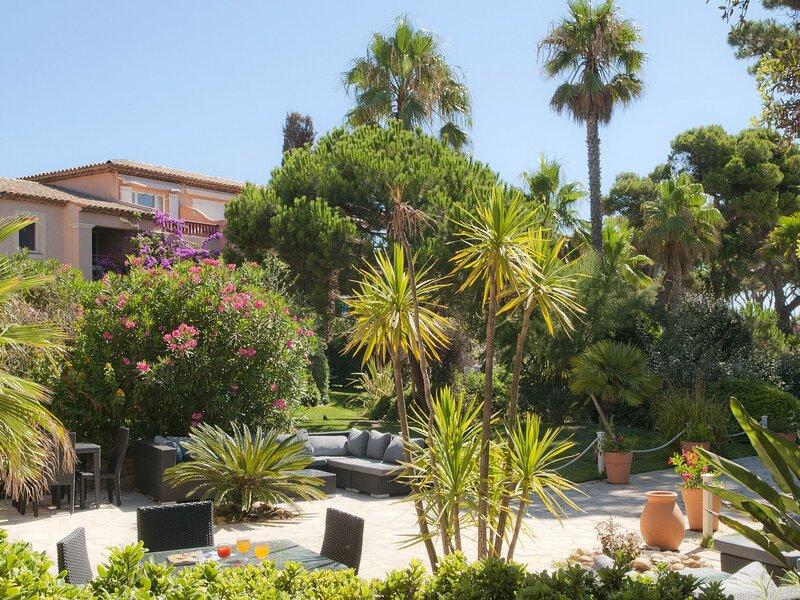 Mediterranean apartment on the gorgeous peninsula of Giens, location de vacances à Giens