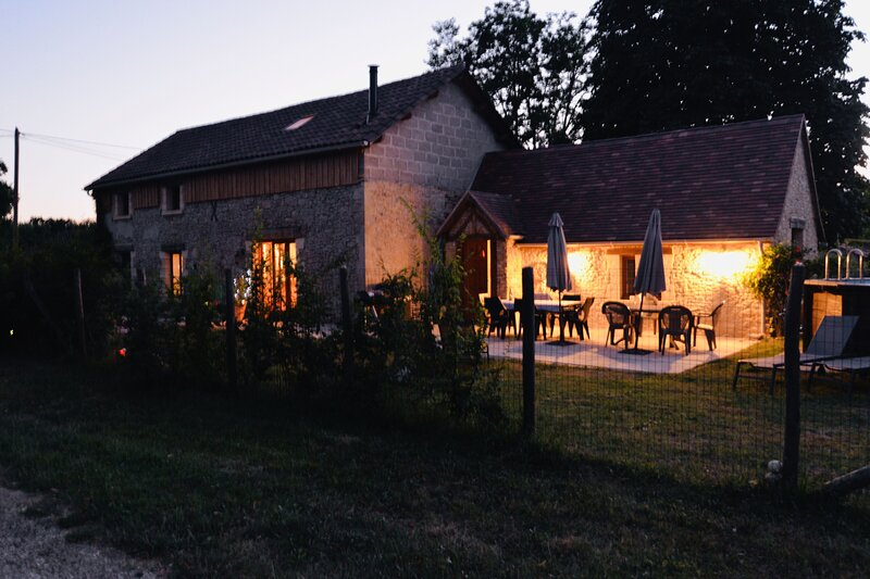 Live like a local in the Dordogne Valley Castles, gourmet food wine, history, holiday rental in Molieres