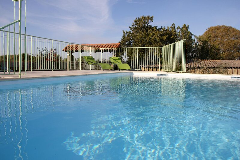 Thezan-les-Beziers Apartment Sleeps 4 with Pool Air Con and WiFi - 5875330, holiday rental in Maraussan
