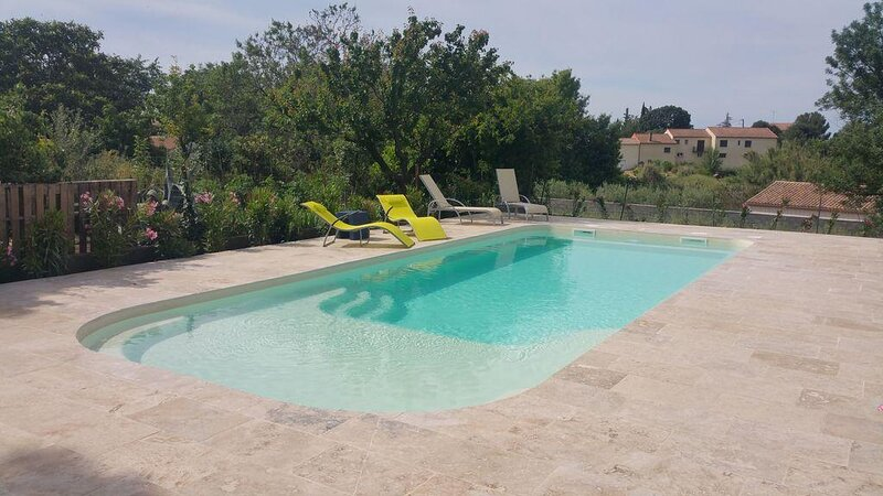 Murviel-les-Beziers Holiday Home Sleeps 14 with Pool and WiFi - 5875337, holiday rental in Pailhes