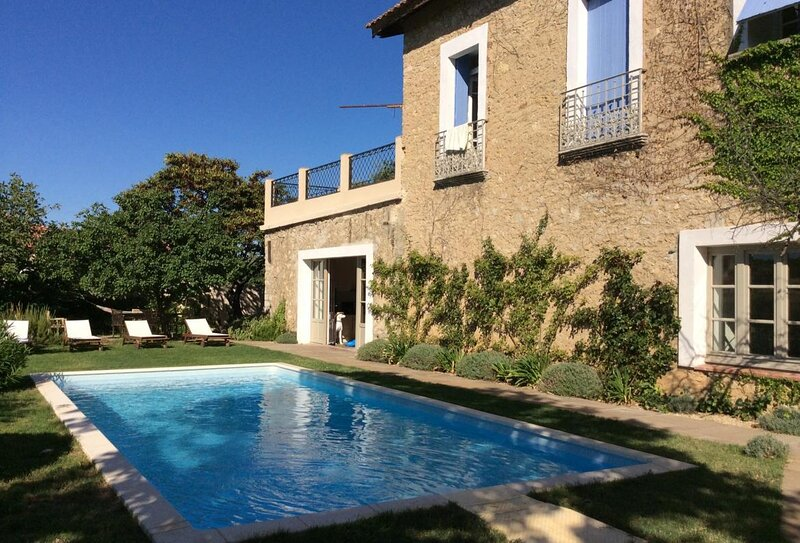 Puissalicon Holiday Home Sleeps 10 with Pool Air Con and WiFi - 5875343, alquiler vacacional en Puimisson