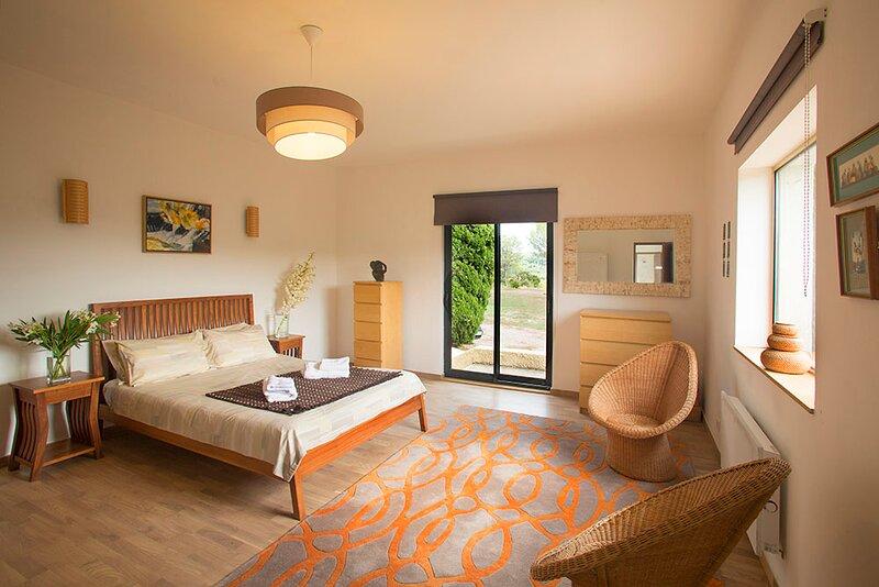 Saint-Pierre-des-Champs Cottage Sleeps 4 with Pool Air Con and WiFi - 5875360, location de vacances à Labastide En Val