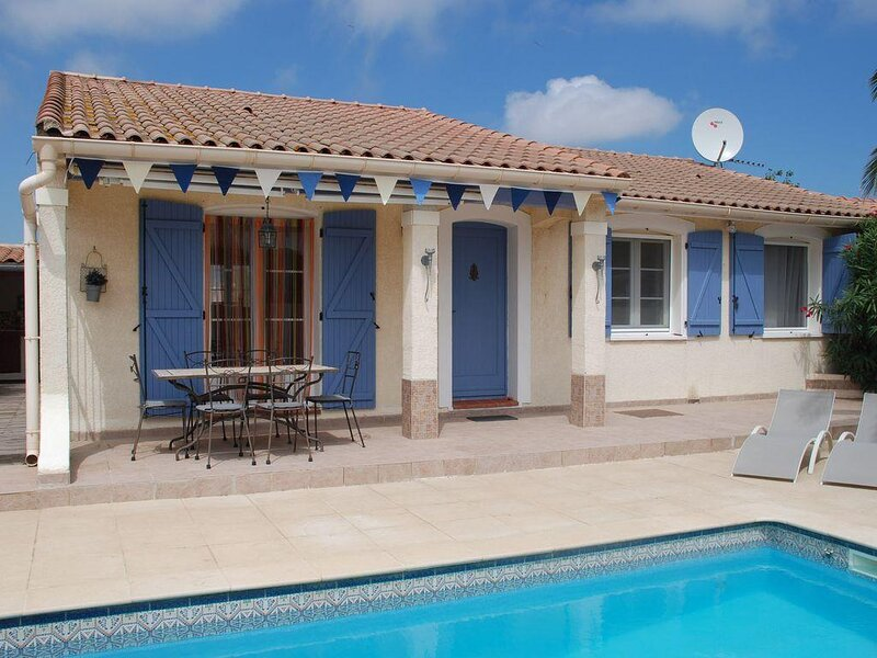 Sauvian Villa Sleeps 6 with Pool Air Con and WiFi - 5875364, vacation rental in Villeneuve les Beziers