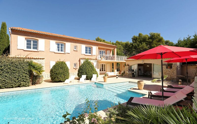 Pertuis Holiday Home Sleeps 10 with Pool Air Con and WiFi - 5875367, location de vacances à Villelaure