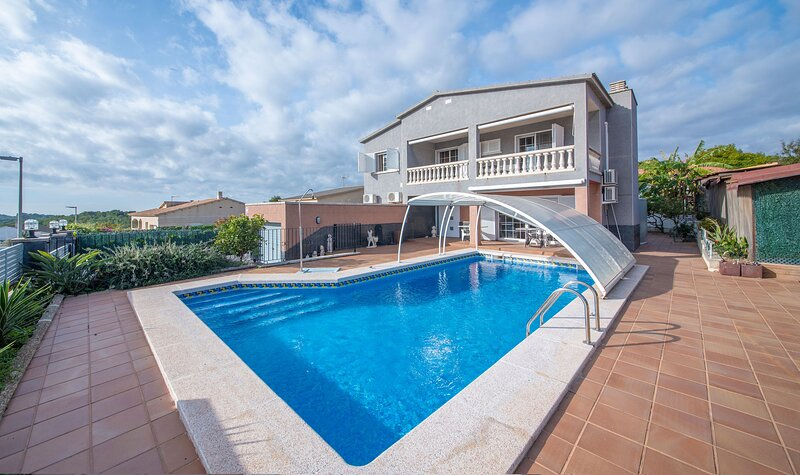 R112 Gran casa para 10 personas con aire acondicionado, vacation rental in L'Arboc