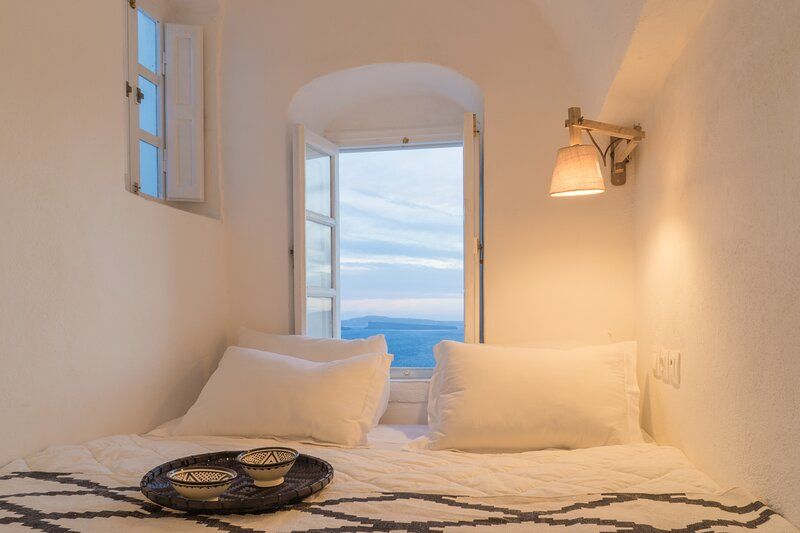 Canvas Suites | Sea Suite with Caldera view, holiday rental in Tholos
