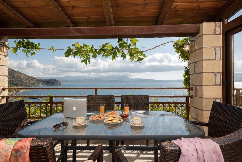 Sunset Traditional House Ravdoucha, location de vacances à Ravdoucha