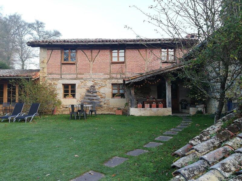 SUKALDEKOA, CASITA EN EL PARQUE NATURAL DEL GORBEA, holiday rental in Artea