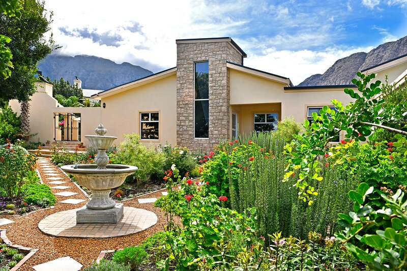 Lovely self-catering home, in quiet area, 10 minutes walk to restaurants, alquiler de vacaciones en Franschhoek