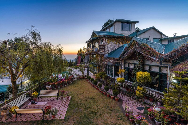 Villa Mountain Crest by Vista Rooms, holiday rental in Solan