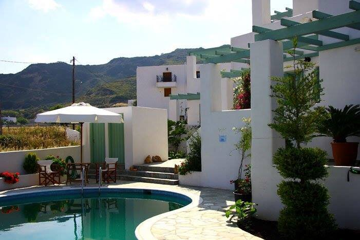 Skyros Lithari Luxury - with Pool, Near the Beach, holiday rental in Trachi
