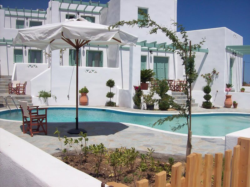 Skyros Luxury Lithari - with Pool, Near the Beach, holiday rental in Trachi