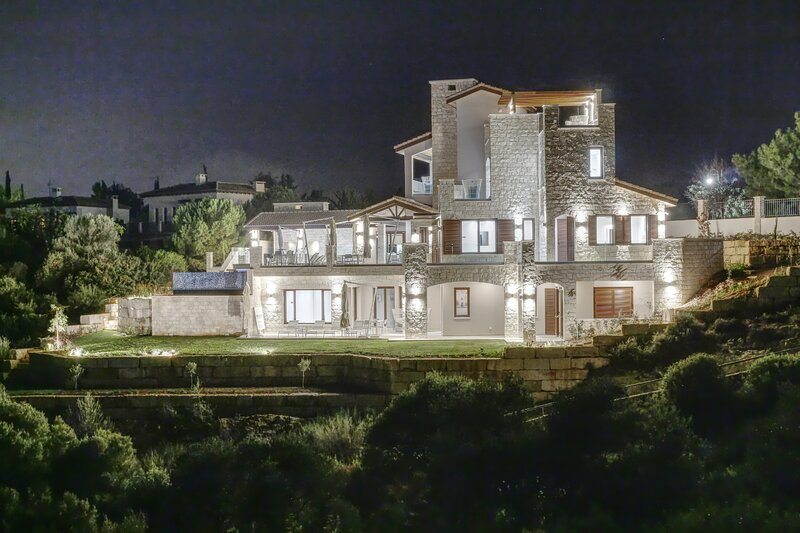 A Stunning New Villa for rent at Aphrodite Hills Resort, Paphos for 12 people, vacation rental in Kouklia