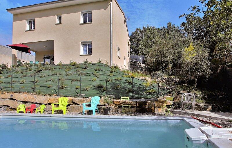 Gite avec piscine jusqu'à 14 personnes à VESSEAUX (ARDECHE), holiday rental in Darbres