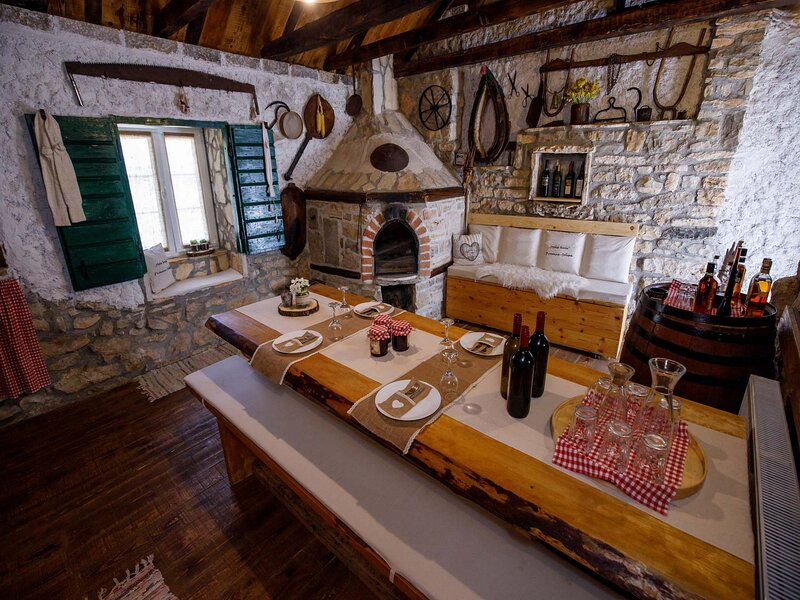 Mala Kuca Promina Seline, holiday rental in Oklaj
