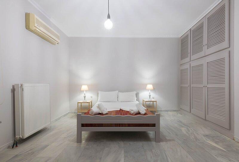 Two Bedroom Apartment (5 pax) - The Lofos Studios, aluguéis de temporada em Kallithea