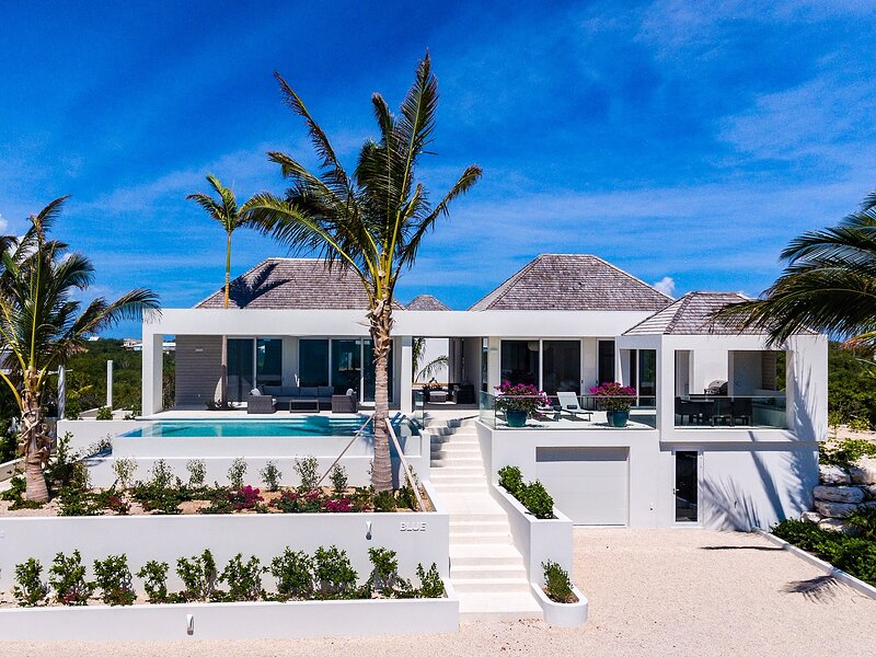 Ocean Dream 2 BR Villa Blue, holiday rental in Long Bay Beach