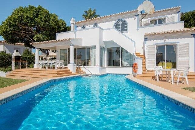 Luxury air conditioned villa with private pool near to the beach and Albufeira, holiday rental in Sesmarias