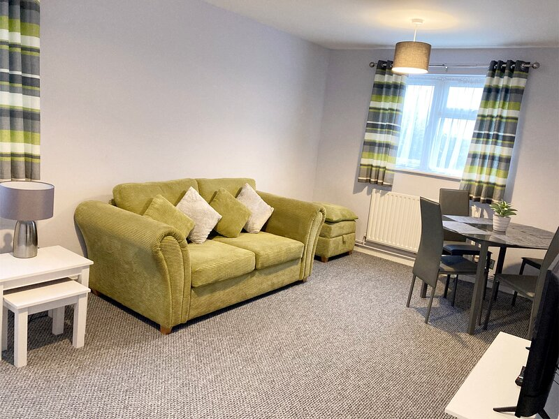 1 Bed Ground Floor Apartment with Secluded Garden. Perfect for up to 4 persons, vakantiewoning in Stevenage