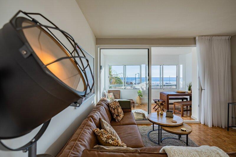 Charming & Spacious Sea Front Apartment, alquiler vacacional en Costa da Caparica