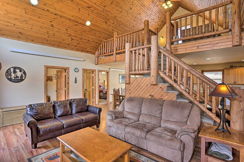 NEW! Mtn Getaway w/Scenic View, 15 Mi. to Rushmore, alquiler vacacional en Hill City