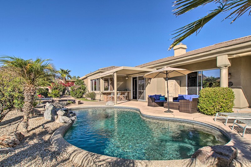 NEW! Elegant Desert Oasis w/ Fire Pit + Mtn View!, vacation rental in Fountain Hills