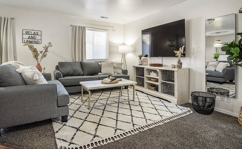 A La Mode Homestyle 3 bedroom Lehi Home 6 month lease, location de vacances à Saratoga Springs