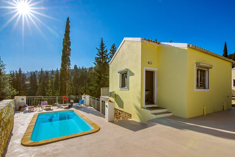 Villa Ifigeneia: Swimming Pool, Walk to Beach, Sea Views, A/C, WiFi, vacation rental in Loggos