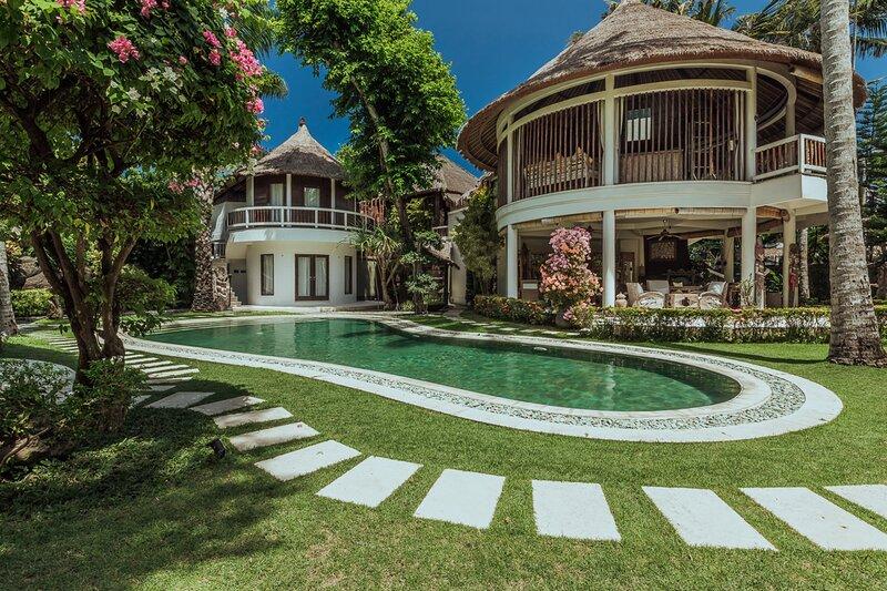 The Village of Angels Resort - Double Room Bungalow, location de vacances à Tenganan