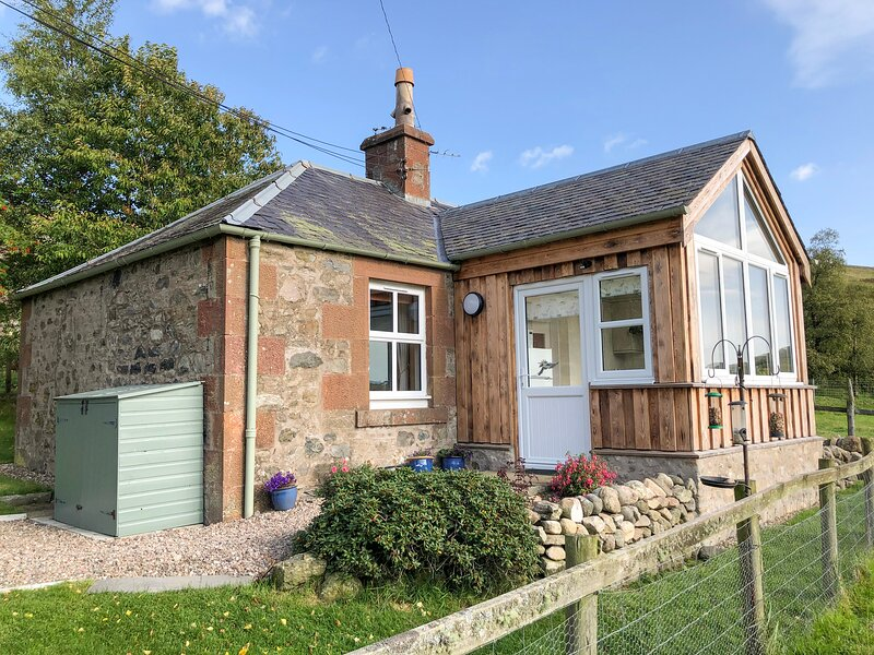 THE BOTHY, rural location, pet-friendly, in Kirriemuir, vacation rental in Murthill