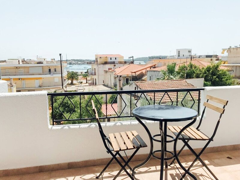 Lovely 2-Bed Apartment in Porto Cheli, holiday rental in Kosta