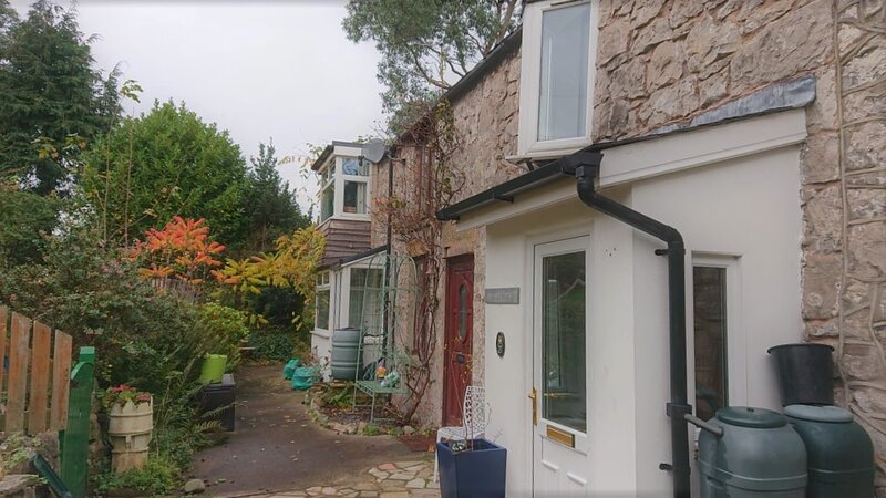 Cosy cottage large garden on the North Wales coast, holiday rental in Axton