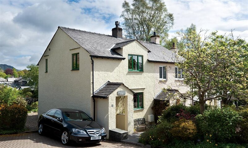 MOUNTAIN ASH COTTAGE, 2 Bedroom(s), Coniston, holiday rental in Coniston
