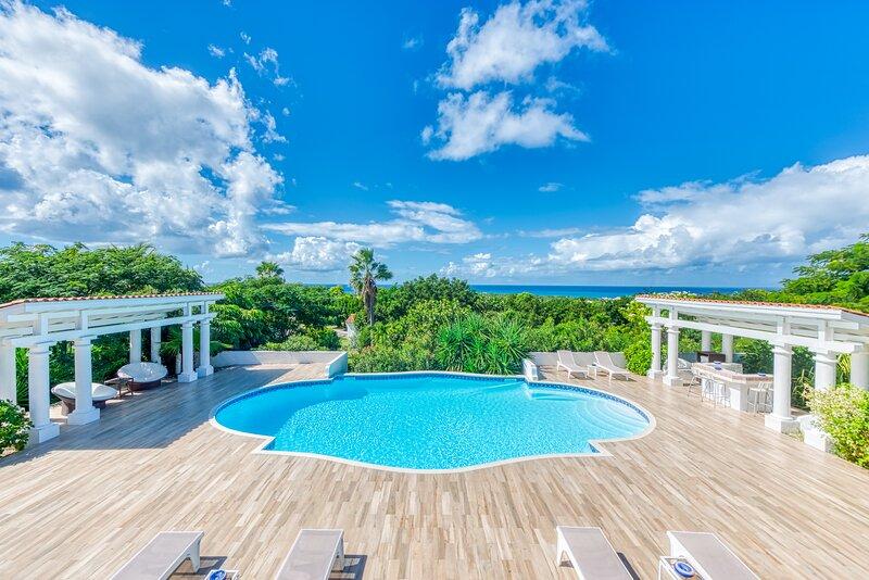 PAMPLEMOUSSE...an entertainer's delight! Great villa for a group of good friends, alquiler de vacaciones en Terres Basses