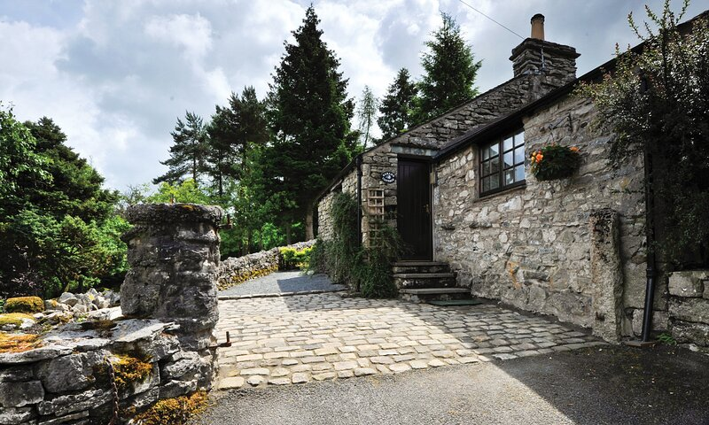 TIPSY GIN COTTAGE, 1 Bedroom(s), Crosthwaite, vacation rental in Bowland Bridge