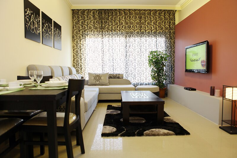 Captivating 2-Bed Apartment in Amman – semesterbostad i Sweimah