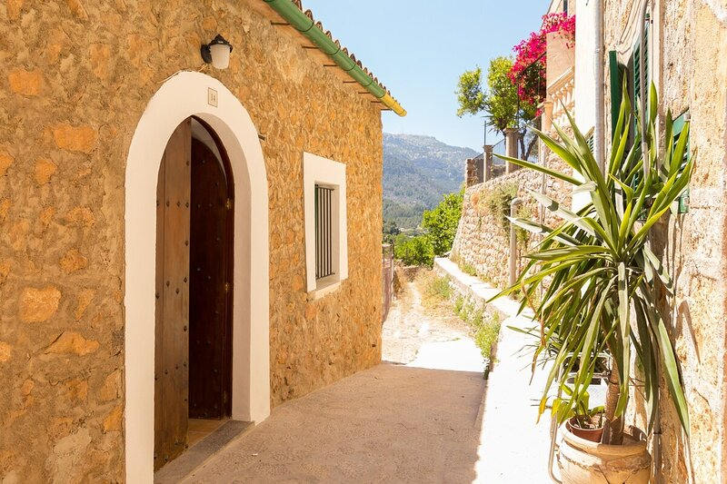 Town House Alba in Fornalutx, holiday rental in Sa Calobra