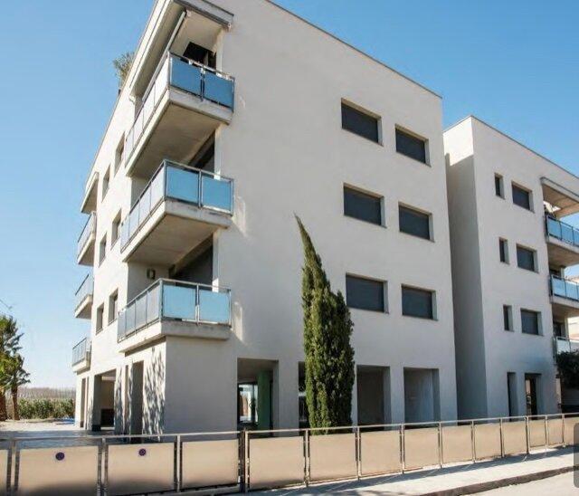 Atico de 2 dormitorios en Sant Pere Pescador, holiday rental in Vilacolum