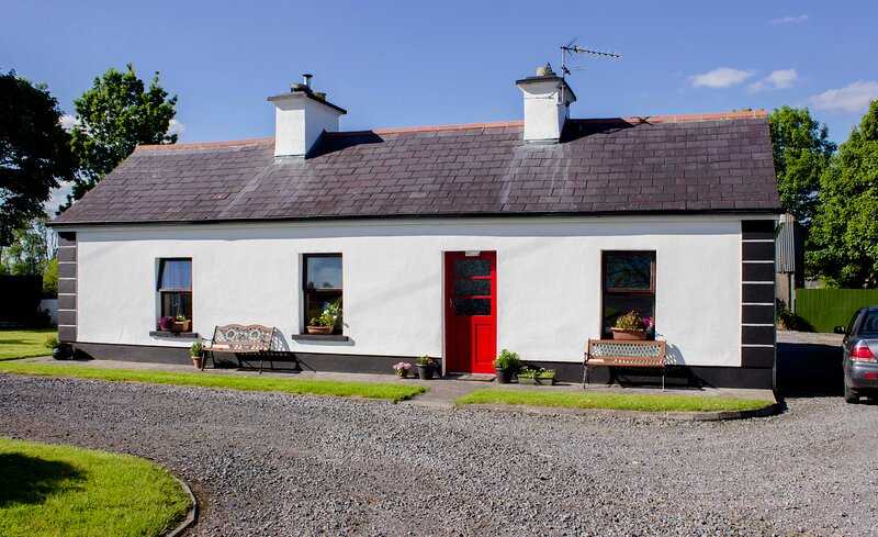 Rockview House self catering Traditional newly  renovated 200 year cottage charm, holiday rental in Cloonacool