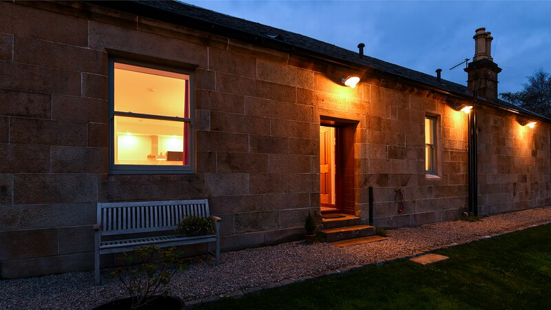 Balmory Stables, luxurious 2 bed stable conversion, vacation rental in Isle of Bute