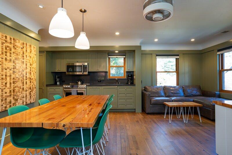 Cedar Crest - Mallard Cottage 5, location de vacances à Homewood